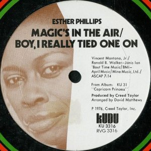 画像1: ESTHER PHILLIPS / MAGIC'S IN THE AIR b/w YOU KEEP ME HANGING ON (12) (1)