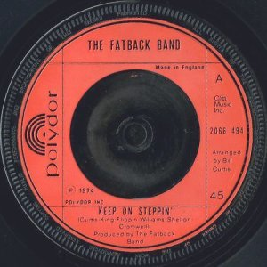 画像1: THE FATBACK BAND / KEEP ON STEPPIN' b/w BREAKING UP IS HARD TO DO (45's) (1)